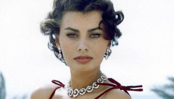 Willa w której mieszkała Sofia Loren, została ponownie wystawiona na sprzedaż. Zobacz jak wygląda wnętrze tego pięknego budynku