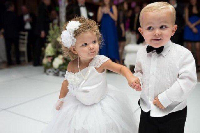 4 letnia dziewczynka gwiazdą ślubnej sesji. Przebiła pannę młodą?