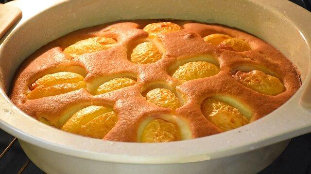 Ciasto kefirowe z morelami. Proste, szybkie i smaczne