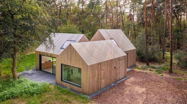 Ludzie zbudowali dziwny dom - każdy pokój ma własny dach