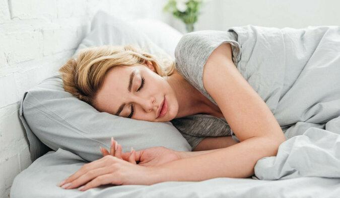 Co się stanie, jeśli zaczniesz spać bez poduszki pod głową