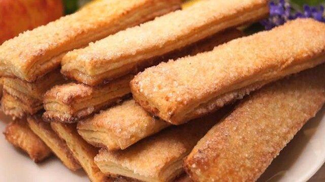 Pyszne, warstwowe ciasteczka serowe. Przygotowuje się szybko i bez problemów