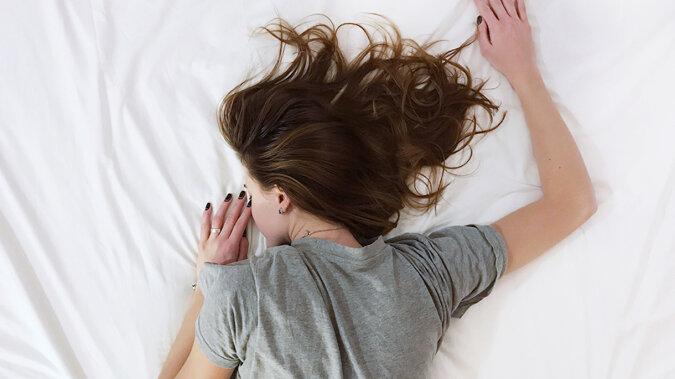 Na co wskazuje chęć spania dłużej niż 8 godzin