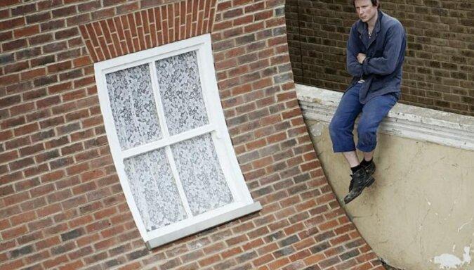 Albo dach się zsuwa, albo przesuwa się ściana: niezwykły dom