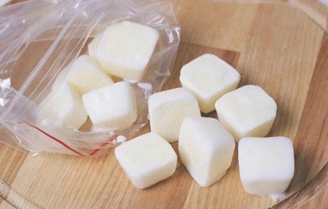 Po co zamrażać mleko w lodówce? Dowiedz się