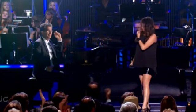 Nawet pianista nie mógł tego wytrzymać, gdy ona zaśpiewała tę nutę. Wżyciu nie słyszał brzmienia takiego głosu