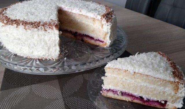 Sprawdzony przepis na ciasto z serkiem mascarpone i bitą śmietaną. Pycha