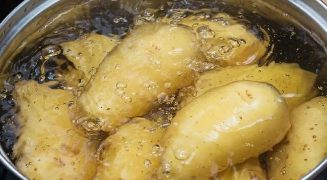Co zrobić z wodą, w której gotowano ziemniaki: rada mojej babci