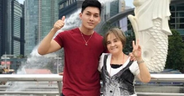 Matka przez 20 lat pracowała za granicą, aby wesprzeć siedmioro dzieci. Kiedy czekała na lotnisku na odlot, zaskoczył ją syn