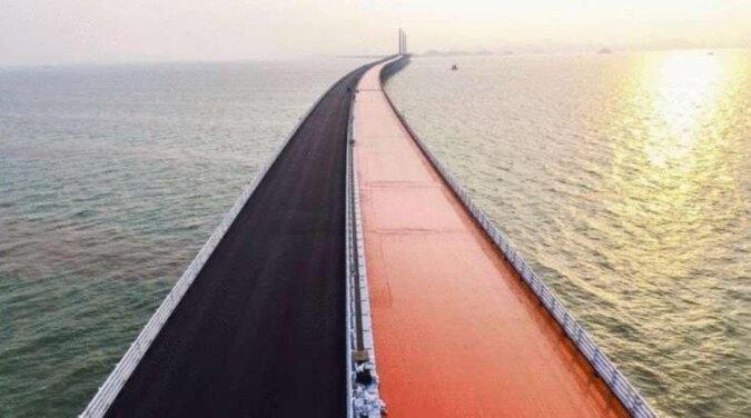 W Chinach otwarto najdłuższy most morski na świecie. Jest bardzo piękny, ale został już skrytykowany