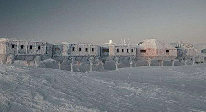 Samotnik w lodzie: opuszczona baza na Antarktydzie nadal działa bez ludzi