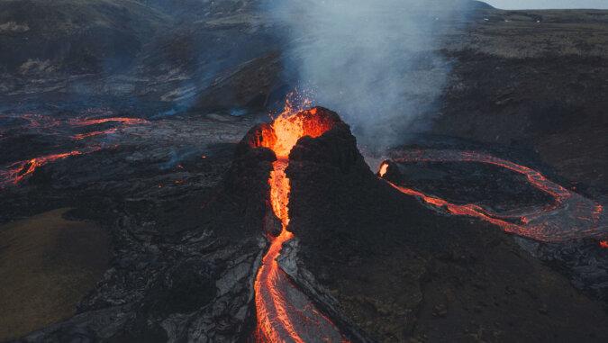 Dron nakręcił niesamowity filmik przedstawiający obudzony wulkan na Islandii