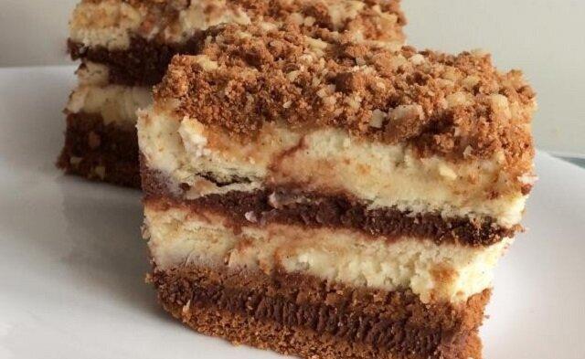 Ciasto bez pieczenia z mascarpone. Ma delikatny serowy smak, przełamany wyraźnie nutą kakaową i waniliową