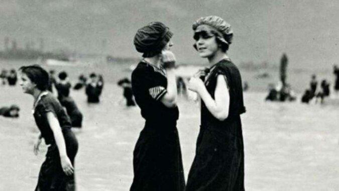 16 zdjęć, które przedstawiają relaks na plaży 100 lat temu