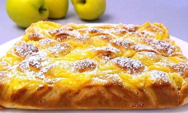 Ciasto jabłkowe z kremem budyniowym. Smaczniejsze niż szarlotka