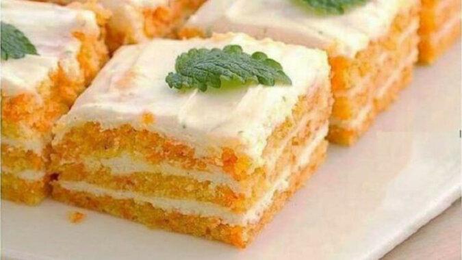 Ciastko marchewkowe z kremem twarogowym