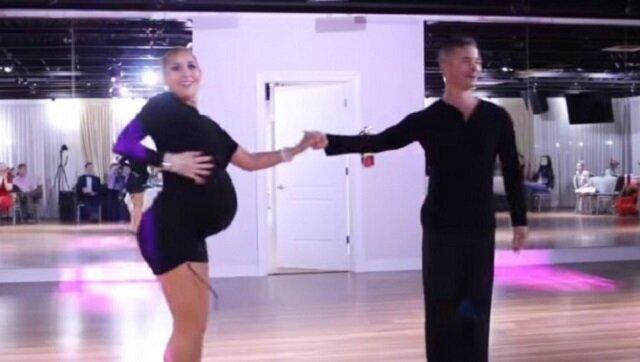 Tancerka w zaawansowanej ciąży na pokazie tanecznym