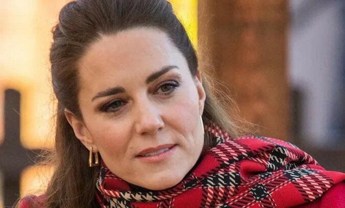 """""""Zakochała się w różu!"""": Kate Middleton z lekkim makijażem zadziwiła Brytyjki"""