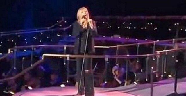 Barbara Streisand śpiewa Memory z musicalu Koty, nagle dołącza do niej Susan Boyle i mam ciarki