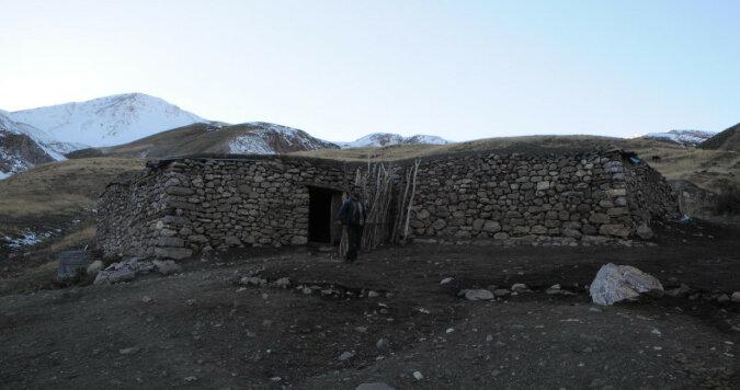 Alpiniści wysoko w górach natknęli się na rodzinę mieszkającą z dala od cywilizacji