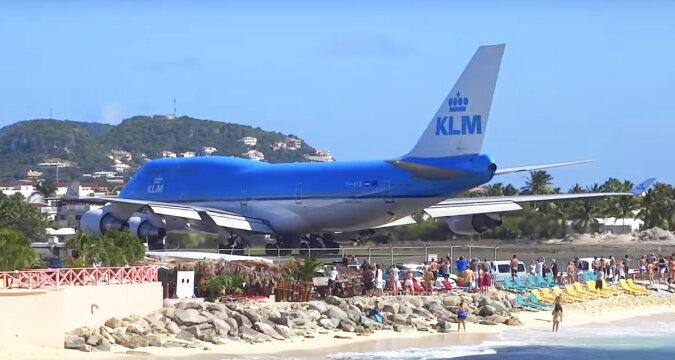 Wczasowicze obserwowali startujący samolot. To, co się wydarzyło w odcinku 1:18, będą pamiętać przez długi czas