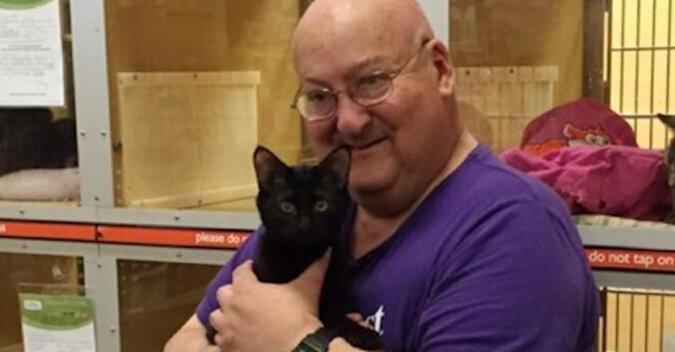 Mężczyzna wiele lat temu zabrał kota ze schroniska, a teraz on nieustannie ratuje życie właściciela