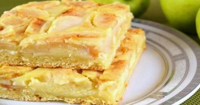 Pyszne ciasto jabłkowe. Soczyste i aromatyczne