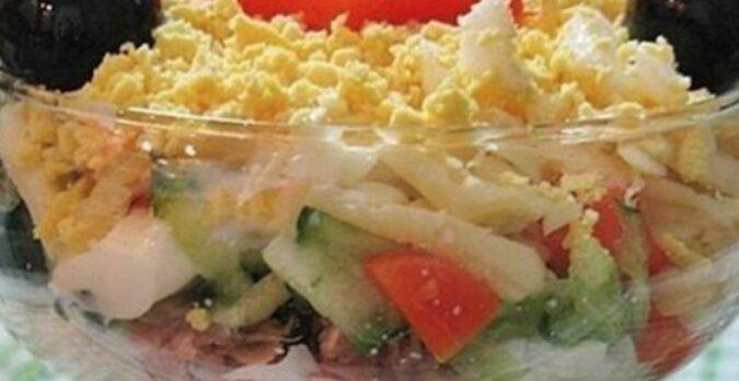 Wspaniała sałatka z tuńczykiem, jajkiem i serem na święta. Zawsze bardzo popularna