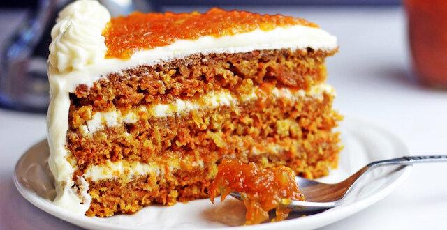 Ciasto marchewkowe z kremem z serowo-bananowym. Smacznie i bardzo ciekawie
