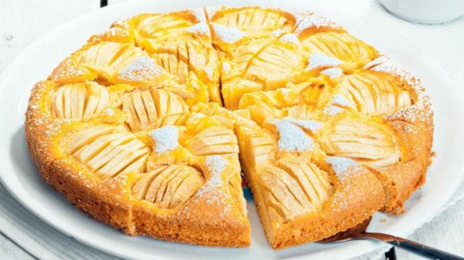"""Najbardziej delikatne ciasto """"Urocze"""" na kefirze. Na pewno będzie pyszne nawet jeżeli go przygotuje ktoś początkujący"""