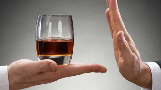 Nie są podatni na alkoholizm: astrolog nazwał najbardziej wytrwałych