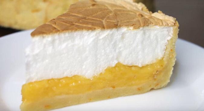 Delikatny tort z pomarańczą. Pyszny deser do herbaty