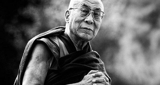 Dalajlamę zapytano, co go najbardziej zaskakuje. Odpowiedź zmusza do zatrzymania się i zastanowienia