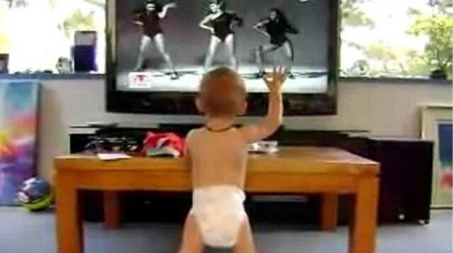 """To dziecko tańczy """"Single Ladies"""". Zobacz jak świetnie robi to"""