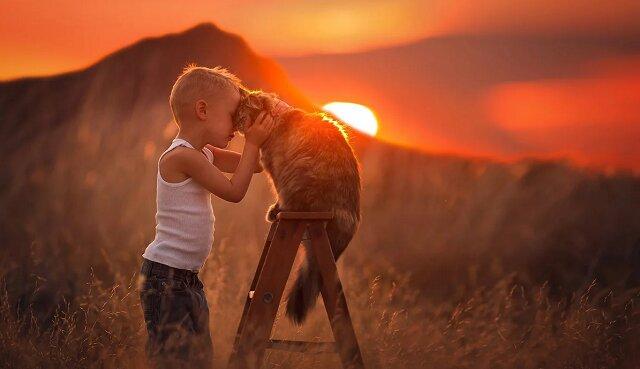 11 czułych zdjęć dzieci ze zwierzętami