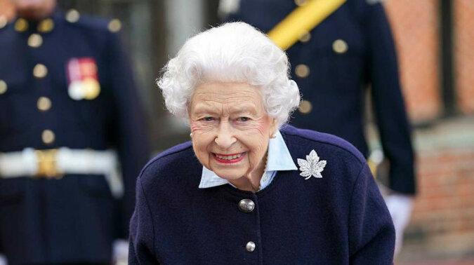 """""""Wygląda zupełnie inaczej"""": Elżbieta II, która zmieniła się po śmierci męża, zaskoczyła Brytyjczyków"""