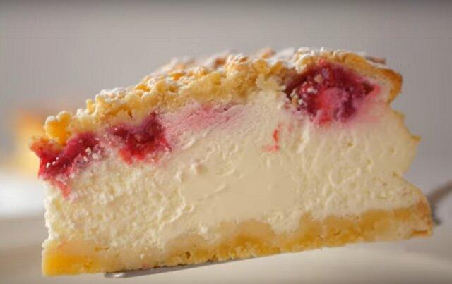 Ciasto kruche na kwaśnej śmietanie – bardziej delikatny niż słynny sernik