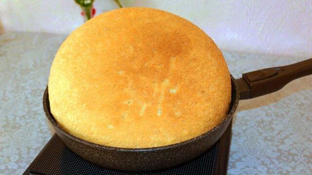 Pyszny chleb na patelni. Nikt nie wierzy, że piecze go nie w piekarniku