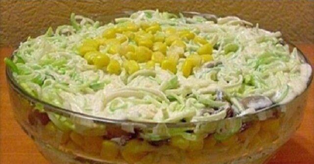 Sałatka na ostro - czyli por i kurczak w sosie czosnkowym