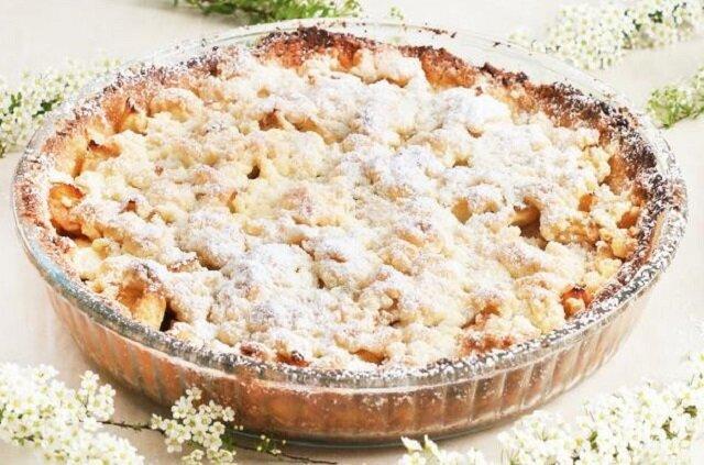Tarta z jabłkami i kruszonką. Pyszna, krucha, rozpływająca się w ustach z delikatnym posmakiem kardamonu oraz wanilii