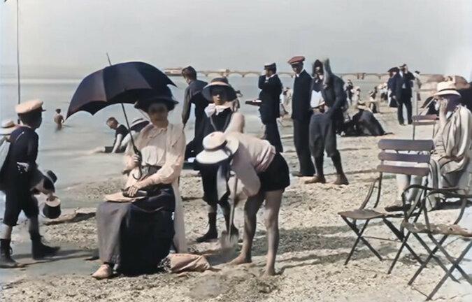 Jak odpoczywali nad wodą w przeszłości: zdjęcia historyczne