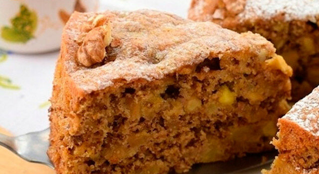 Niesamowite ciasto jabłkowe z orzechami. Szybko i smacznie