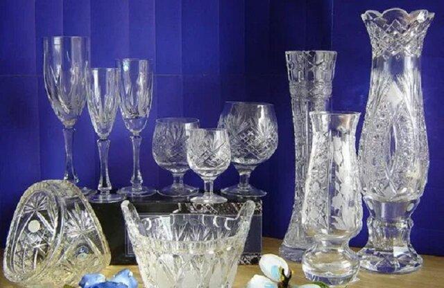 Odmyłam kryształową wazę aż do błysku, nawet w głębokich wyrżnięciach. Zobacz jak