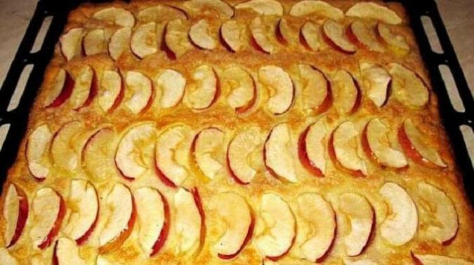Szybkie kruche ciasto z jabłkami