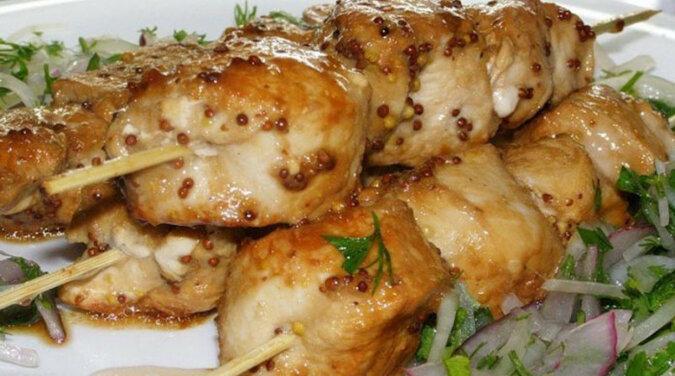 Soczysty i niesamowicie pyszny szaszłyk z kurczaka z piekarnika
