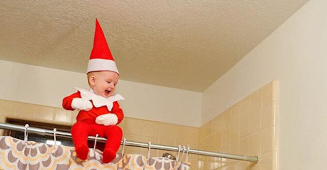 Urocza świąteczna sesja zdjęciowa dziecka podobnego do elfa zauroczyłą internautów