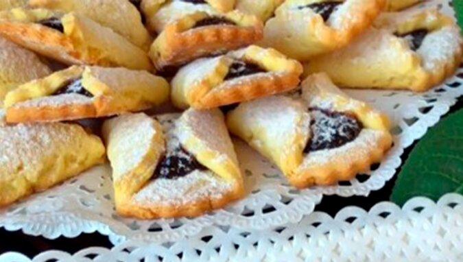 Pyszne kruche ciasteczka z dżemem - idealny deser na rodzinne spotkanie