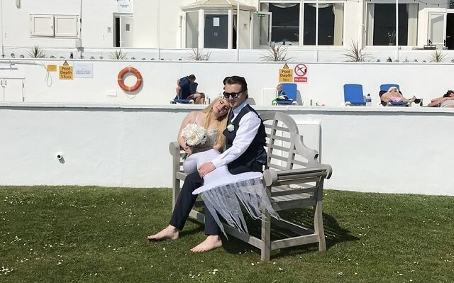 Dziewczyna postanowiła wziąć ślub w sukience Małej Syrenki