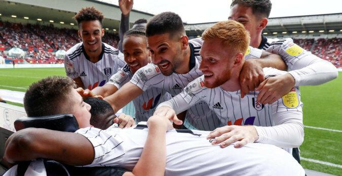 Klub piłkarski w Anglii udzielił wsparcia młodemu kibicowi z porażeniem mózgowym po tym, jak nękano go w sieciach społecznościowych