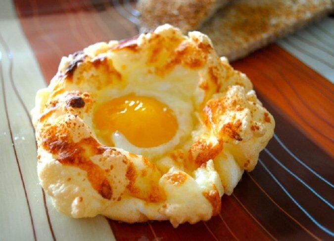 Tysiące gospodyń domowych oraz ich rodziny są bardzo zachwyceni tym sposobem przygotowania jajecznicy!